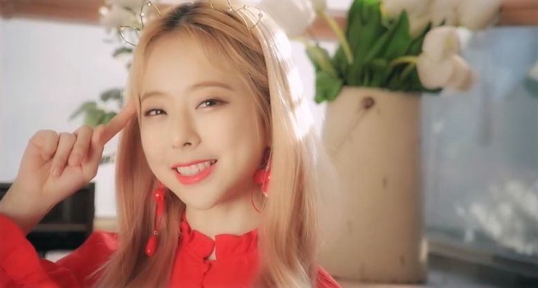 Member Profile – Vivi (Loona) – K-Pop Girl Groups 101