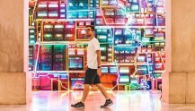 discoverwithblake_visitor-in-front-of-electronic-superhighway-at-saam_yesmydccool