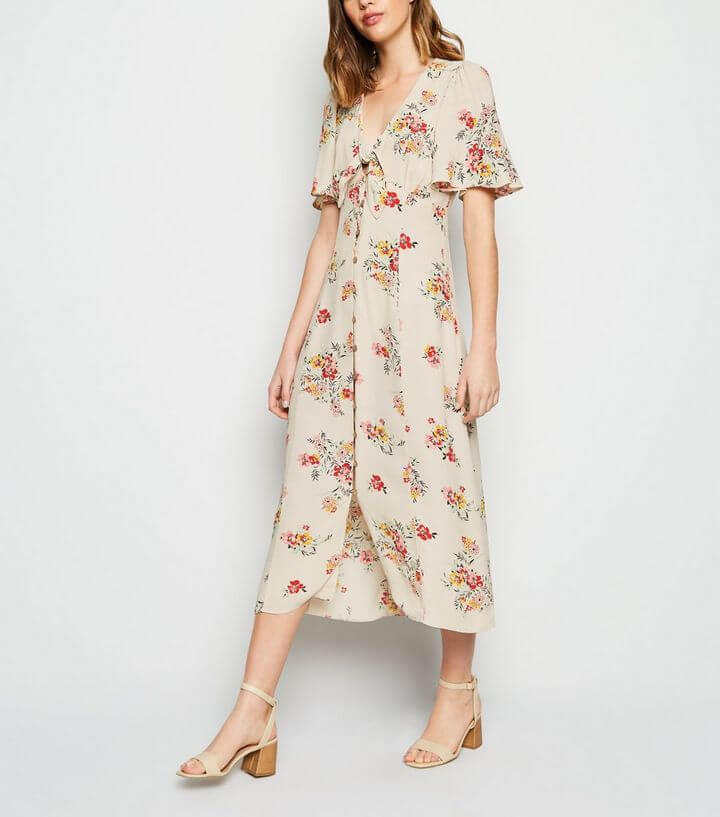 Off White Floral Tie Button Up Midi Dress. What to pack for the Cotswolds. Read more on www.allaboutrosalilla.com