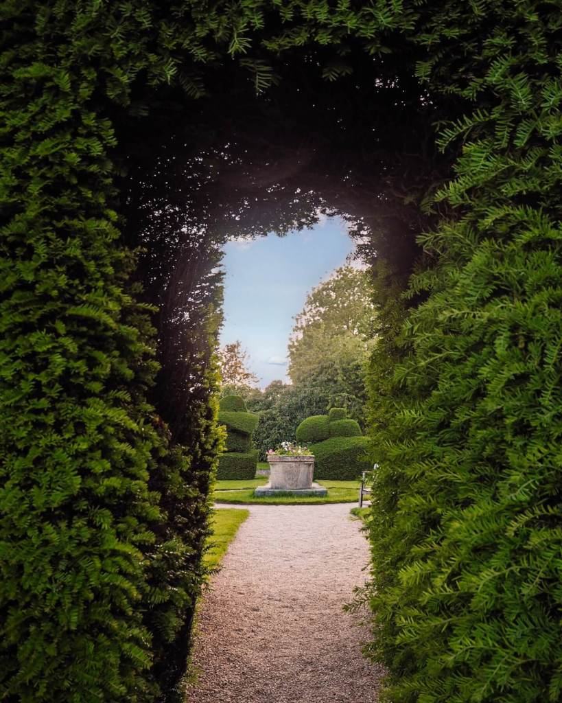 The entrance to the topiary garden at Billesley Manor. Read more on www.allaboutrosalilla.com