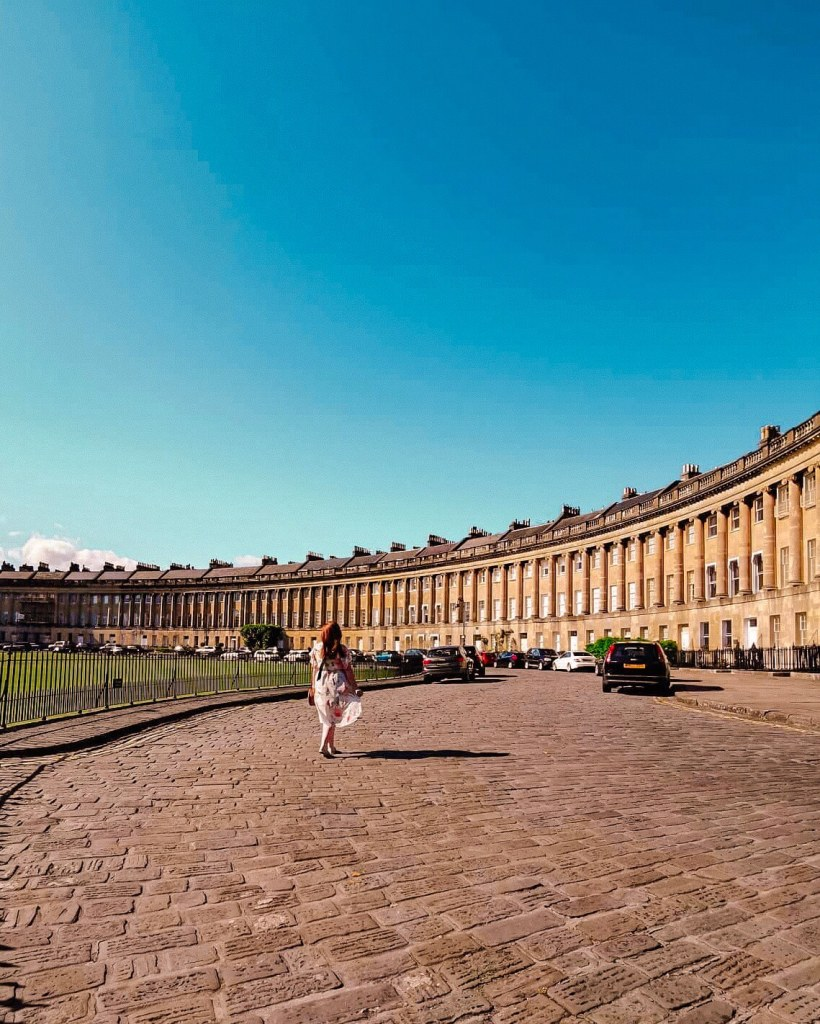 Exploring the Royal Crescent of Bath. Staying at the Abbey Hotel Bath. Read more on -w-w-w.allaboutrosalilla.com