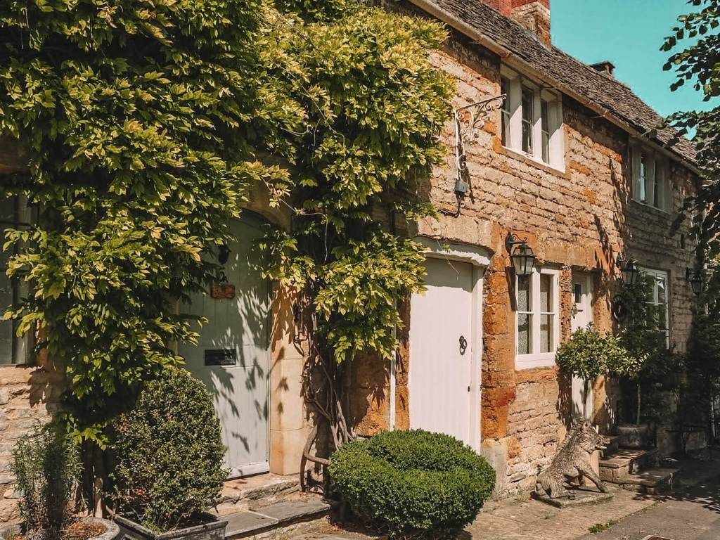 English country cottage in the Cotswolds