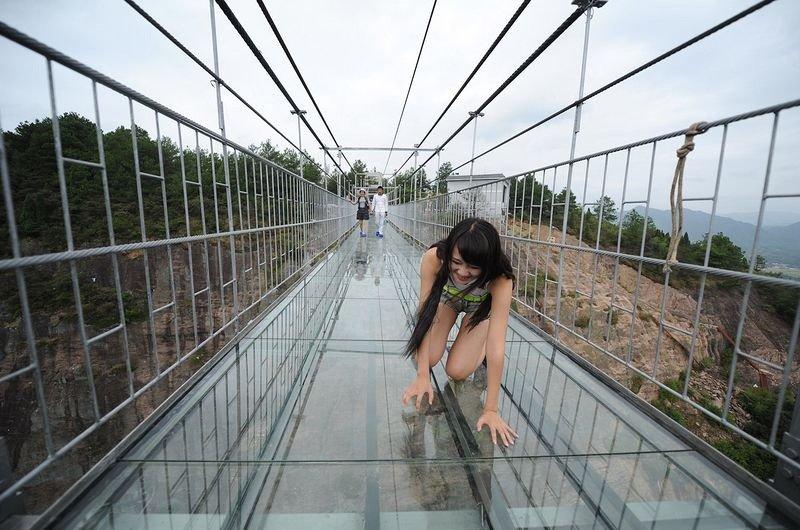 A ponte de vidro dos corajosos!
