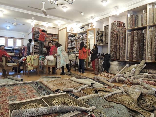 Top 7 Elegant Places in India For Shopaholics kashmir srinagar