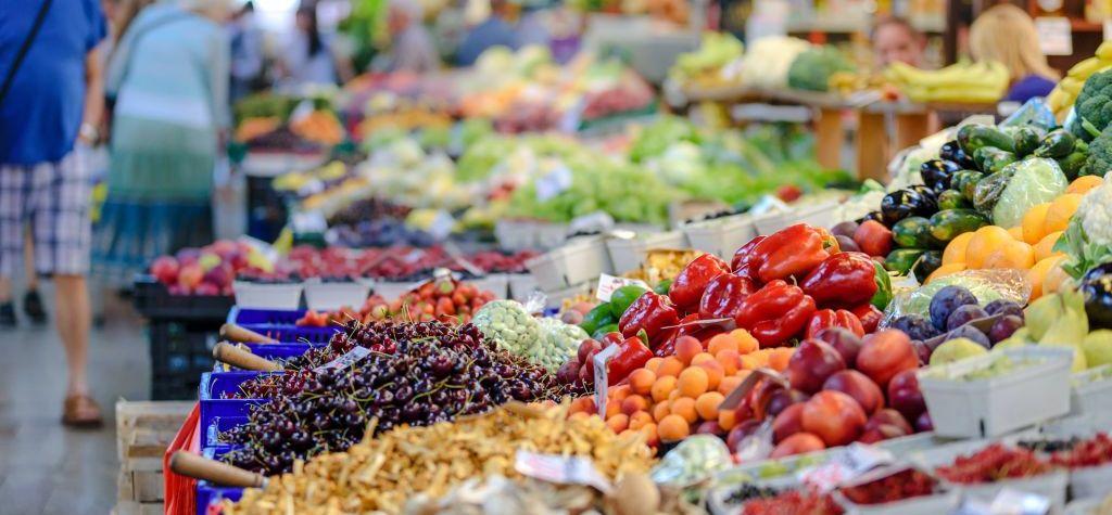 Naschmarkt stalls