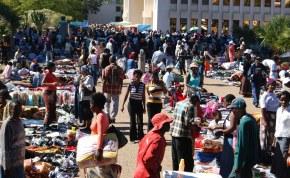 Saturday morning market outside Bulawayo City Hall photo: sokwanele