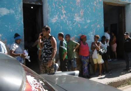 L'attente à l'épicerie nationale Cuba