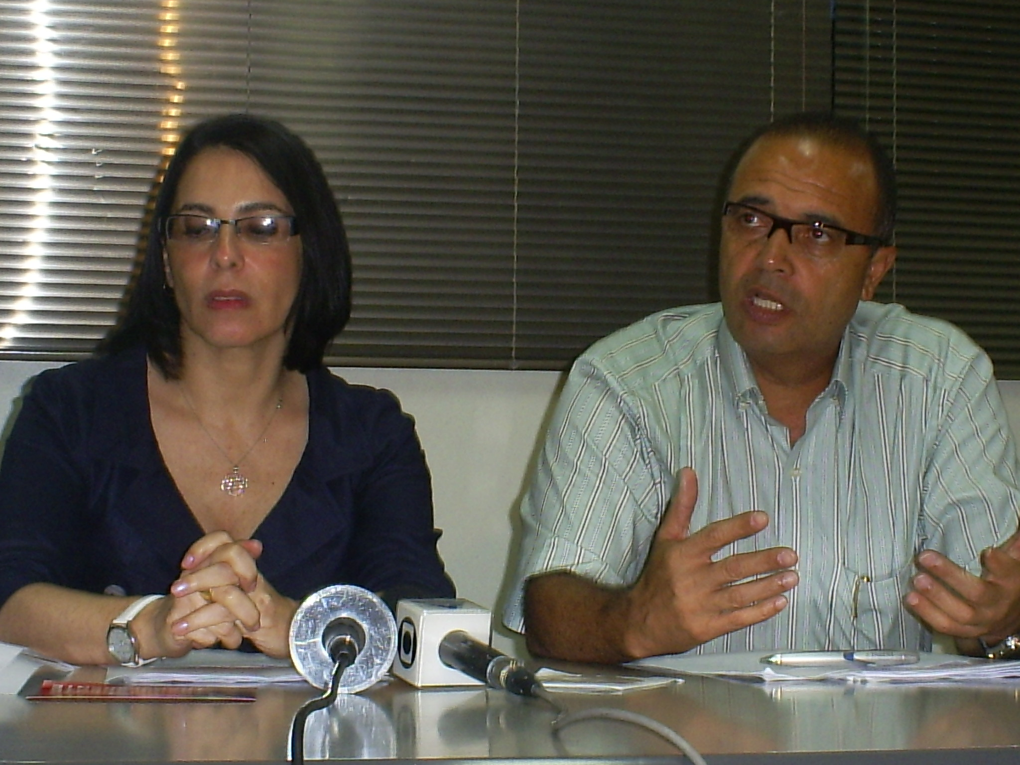 Prefeita eleita Marcia Rosa (PT) e vice-prefeito eleito Arlindo Fagundes (PSB), durante a coletiva