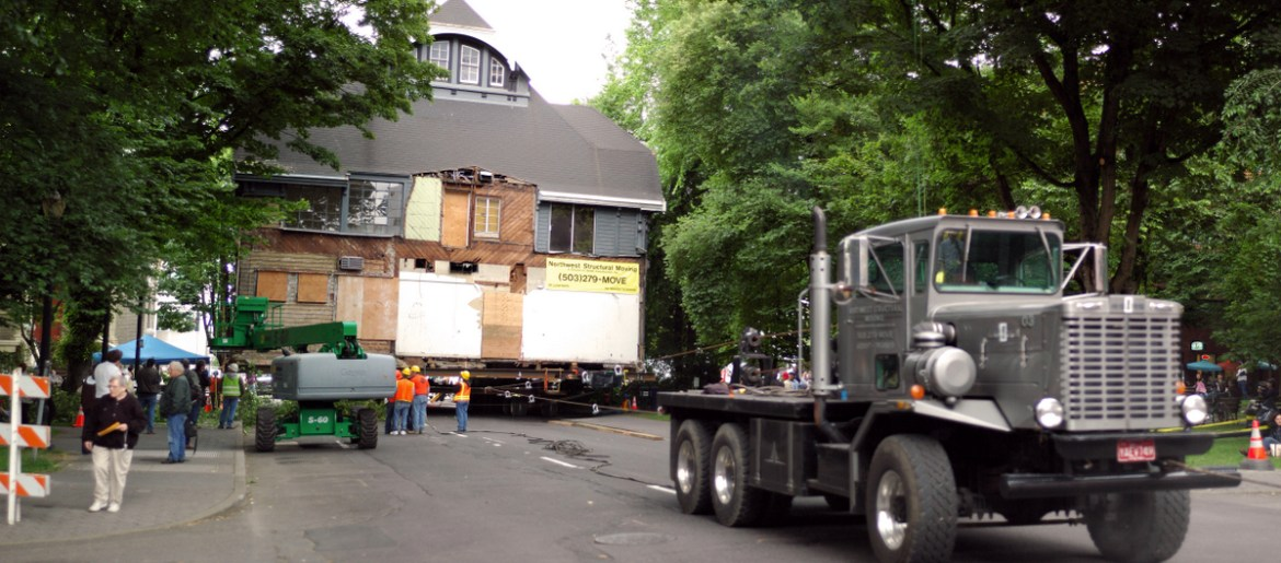 moving_the_ladd_carriage_house