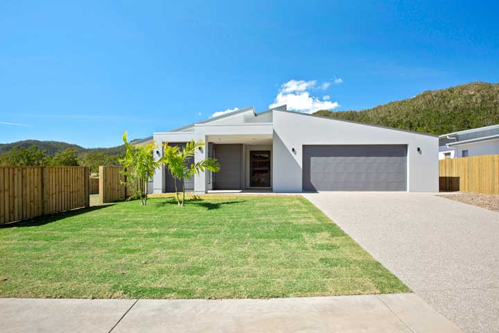 31-Stanely-Drive-Cannonvale-Front-Yard