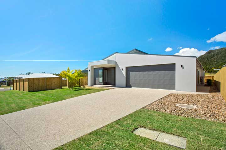 31-Stanely-Drive-Cannonvale-driveway