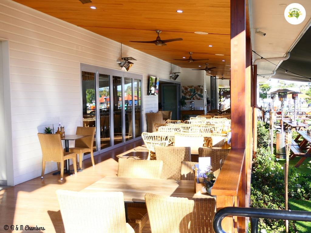 Rivershore Resort - Bar Area