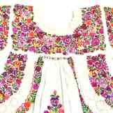 オアハカ・サンアントニーノ村のパンジー刺繍ワンピース