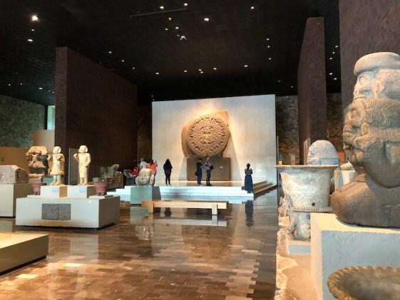 メキシコシティの国立人類学博物館メインホール