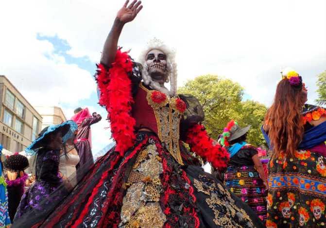 死者の日のパレード(メキシコシティ)女性