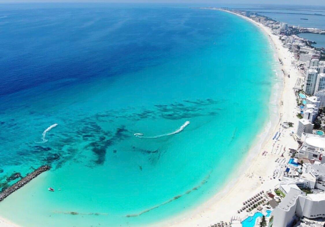 カンクンのビーチゾーンの空撮
