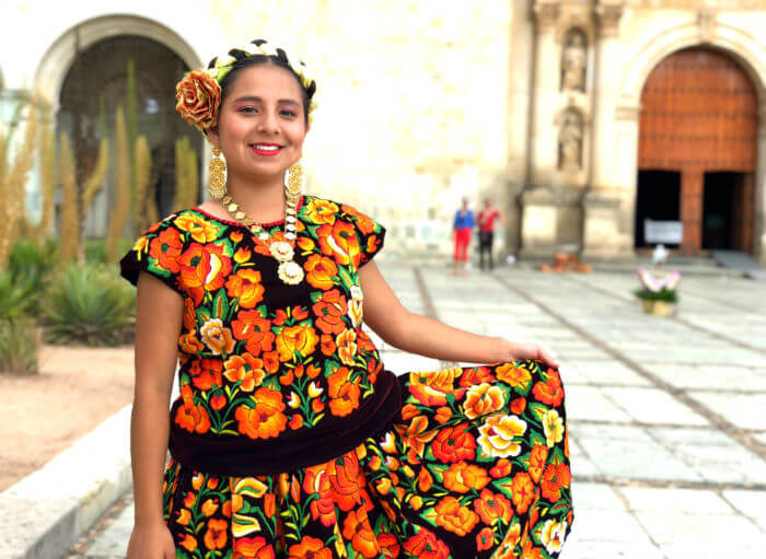 オアハカの女性(イスモの伝統衣装)