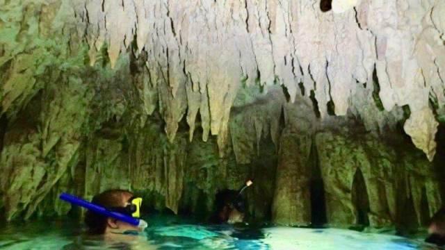 カンクンのセノーテ(洞窟)1
