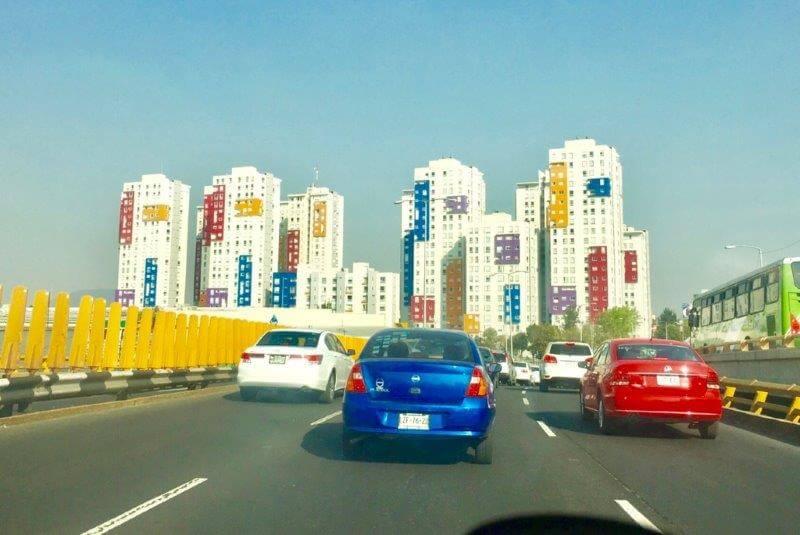 メキシコシティの高速道路(デザインホテル群)