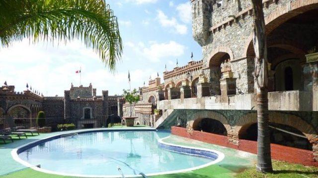 カスティロ デ サンタ セシリアのプール