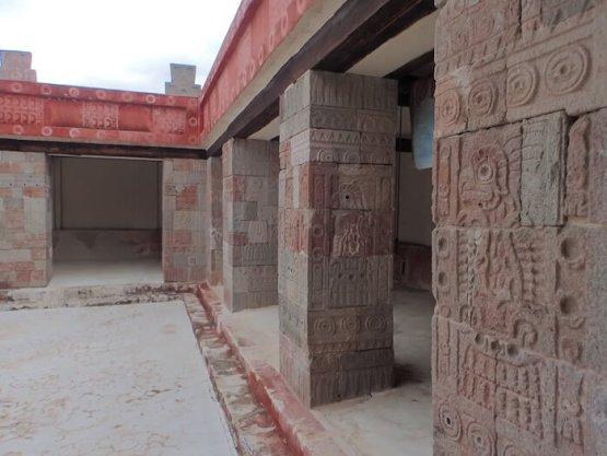 テオティワカン遺跡のケツァルパパロトルの宮殿