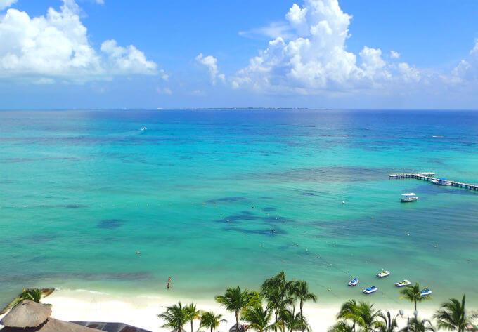 フィエスタアメリカーナコーラルビーチカンクン (18)ホテルの部屋から見たビーチ