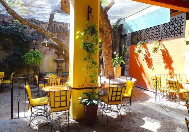 サンミゲルデアジェンデの雑貨屋兼本屋とカフェ3