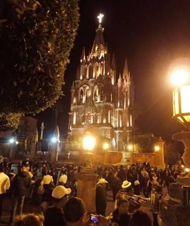 サンミゲルデアジェンデの教会(夜)