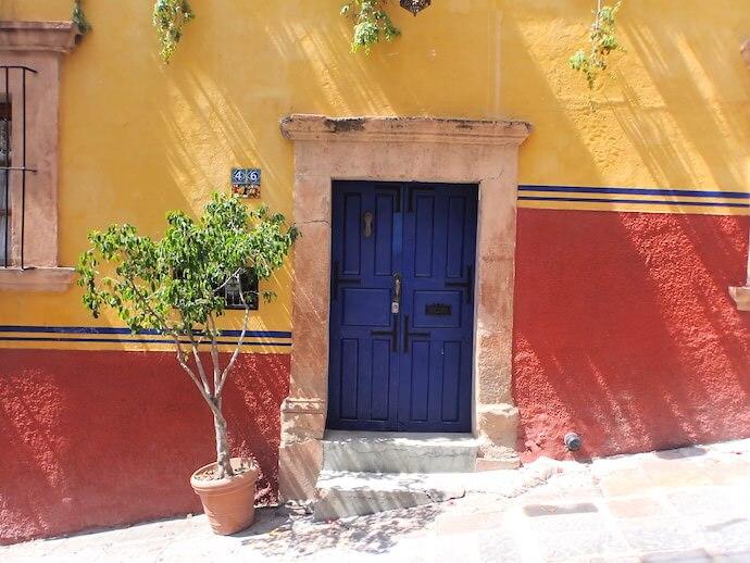 サンミゲルデアジェンデ カラフルな壁