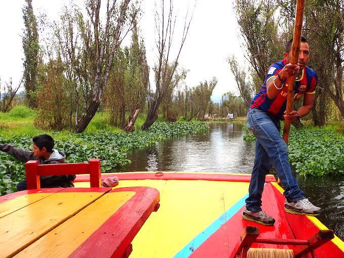 ソチミルコの舟こぎ