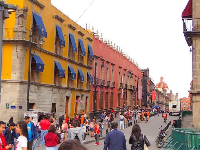 メキシコシティ 歴史地区の街並み1
