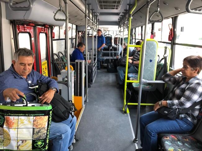 メキシコシティ空港ターミナル間移動のバス11