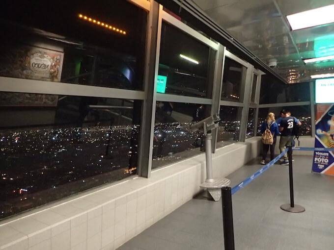 ラテンアメリカタワーの夜景(メキシコシティ)屋内展望台
