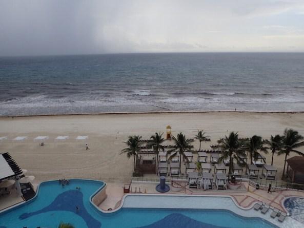 海藻まみれのカンクンのビーチ11