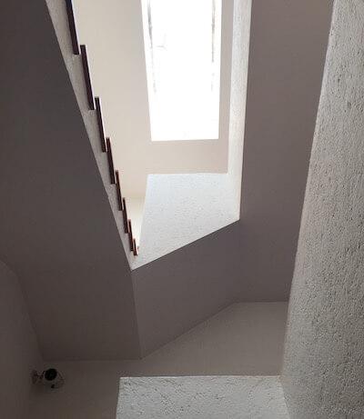 メキシコシティのバラガン建築「ヒラルディ邸」階段2