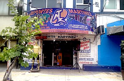 メキシコシティのルチャ・リブレのマスクを買う「Deportes Martinez」の店の見た目