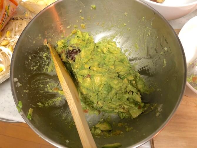 ワカモレ・ディップの作り方2