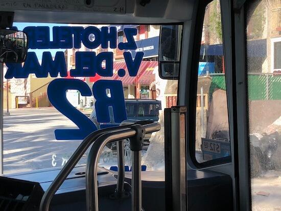 カンクンのローカルバスの乗車口2