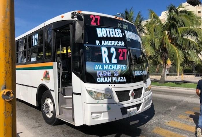 カンクンのローカルバス12
