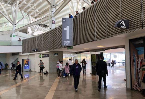 メキシコシティ空港第1ターミナルの一番出口2