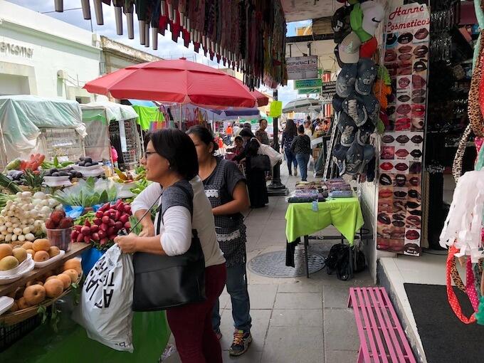 ベニートフアレス市場の外の屋台