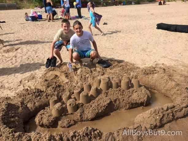 cousins create a sand castle