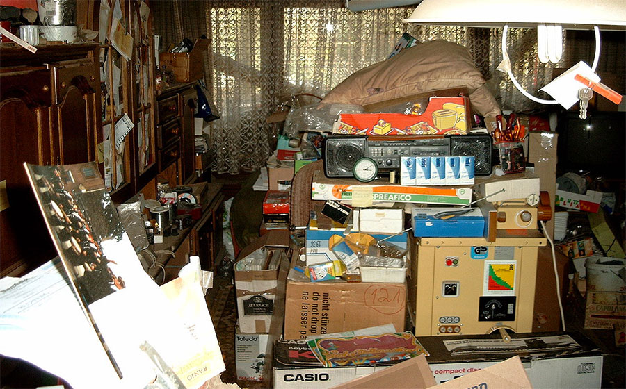 Image source: https://commons.wikimedia.org/wiki/File:Compulsive_hoarding_Apartment.jpg