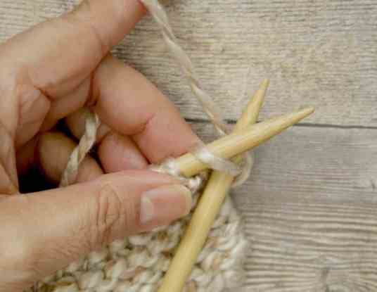 Knit stitch needle position