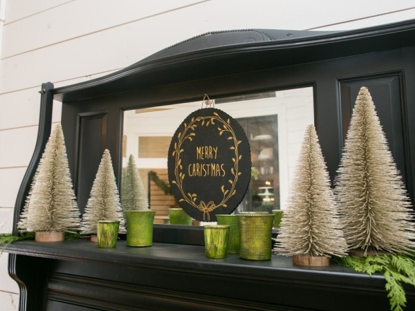 Fireplace Display Ideas Joanna Gaines Farmhouse Christmas Decor Is Cheery And