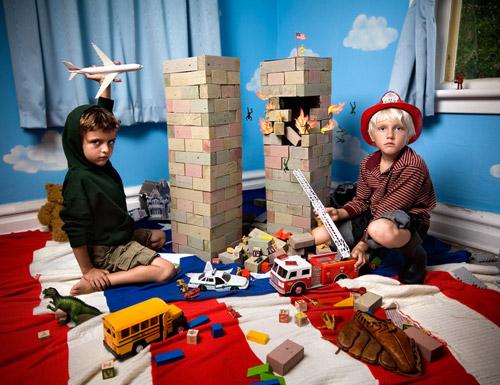 Недетские игры в детской комнате. Фотопроект о влиянии современных СМИ на развитие детей