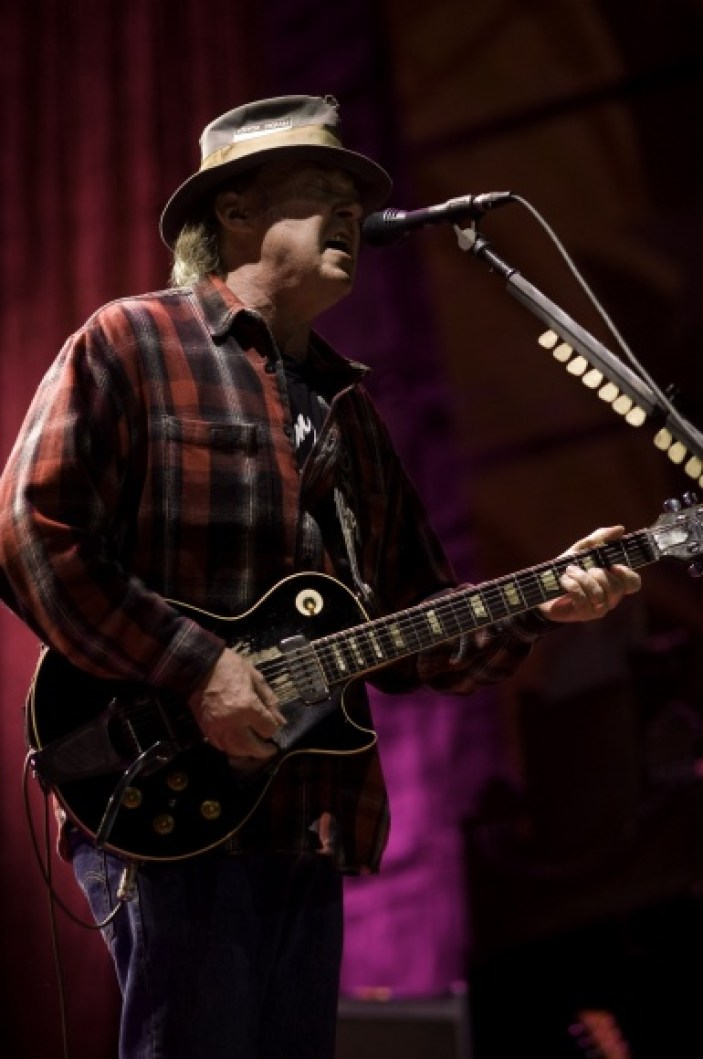 farm-aid-2008-neil-young