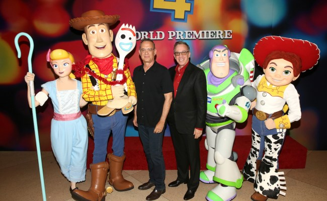 Toy Story 4 Stars Celebrate Film S World Premiere At