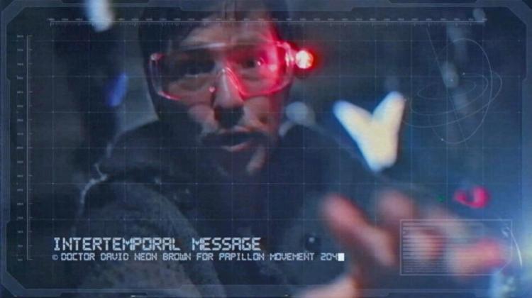 Der hamburger Musiker und Bassist David Alleckna spielt im Video der retro-Funk und Pop-Band Papillon Rising einen Wissenschaftler aus der Zukunft.
