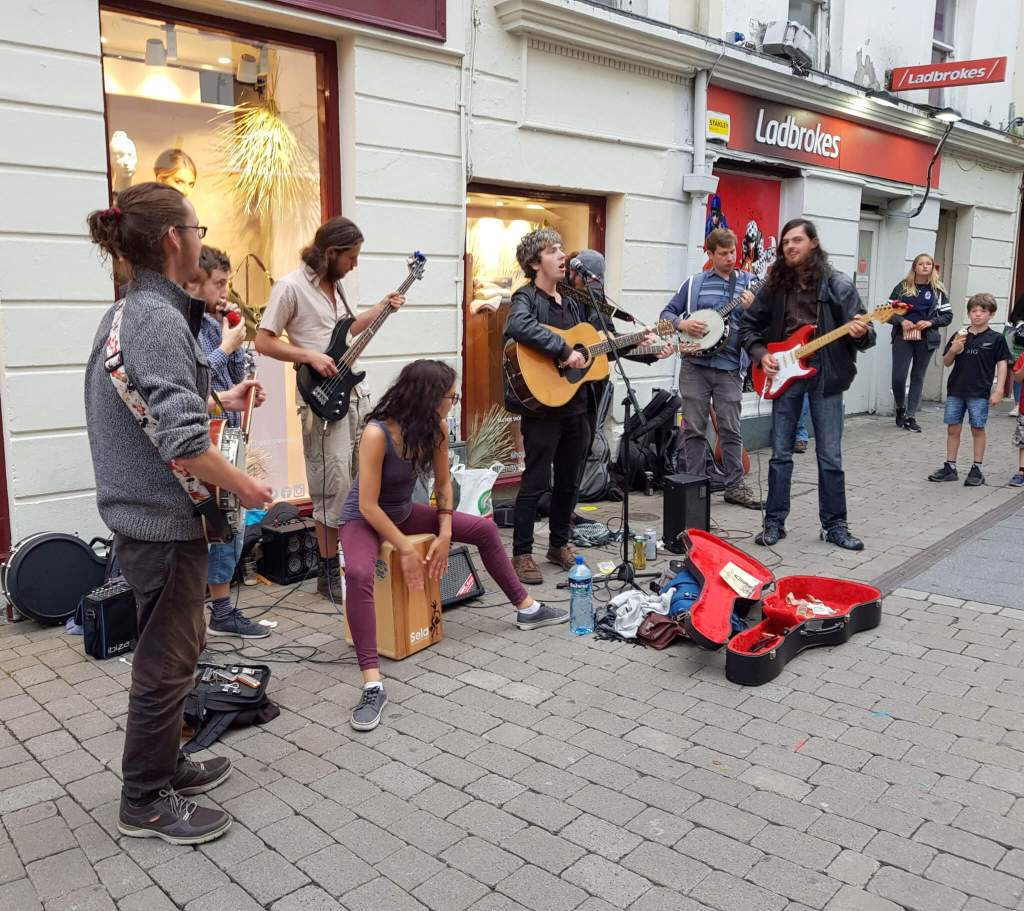 De gezellige stad Galway waar altijd live-muziek te vinden is